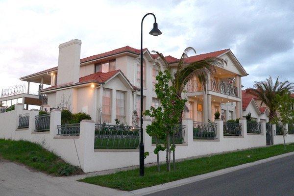 Custom Homes facade roxburgh park