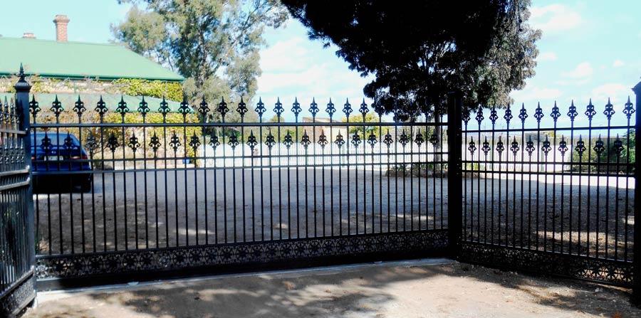 1.8M HIGH EUREKA AUTO SLIDE GATE AND PANELS