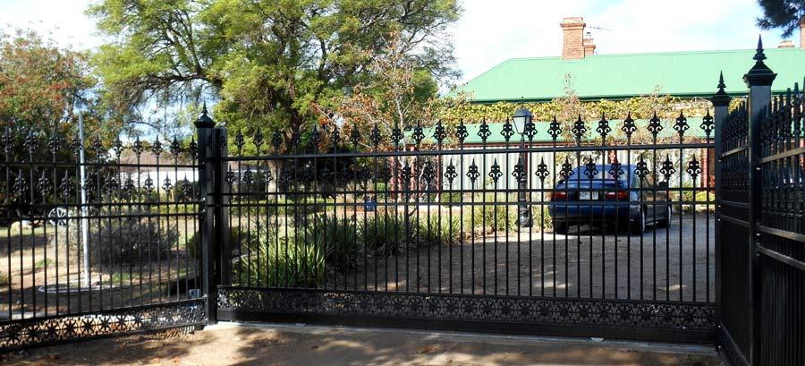 EUREKA AUTOMATIC SLIDING GATE 5 M WIDE