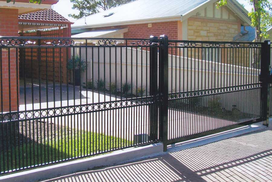 JARDINE FENCE AND SL AUTO GATE WITH CHELSEA FEATURE