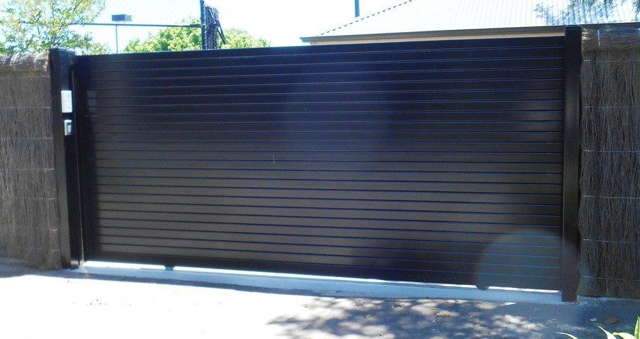 1.8 METRE HIGH HORIZONTAL SLAT AUTO SLIDE GATE
