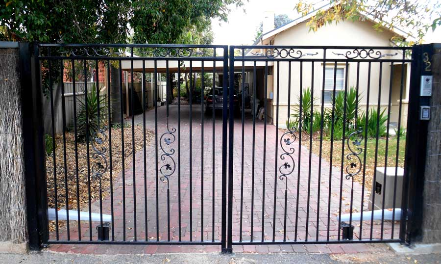 CHELSEA FEATURE WITH EDEN SCROLLS DOUBLE AUTO GATE