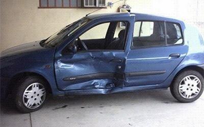 Riparazione sportello Renault Clio