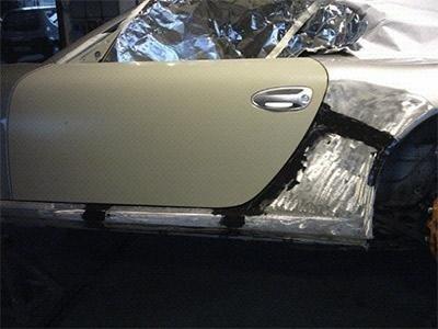 Riverniciatura sportello auto