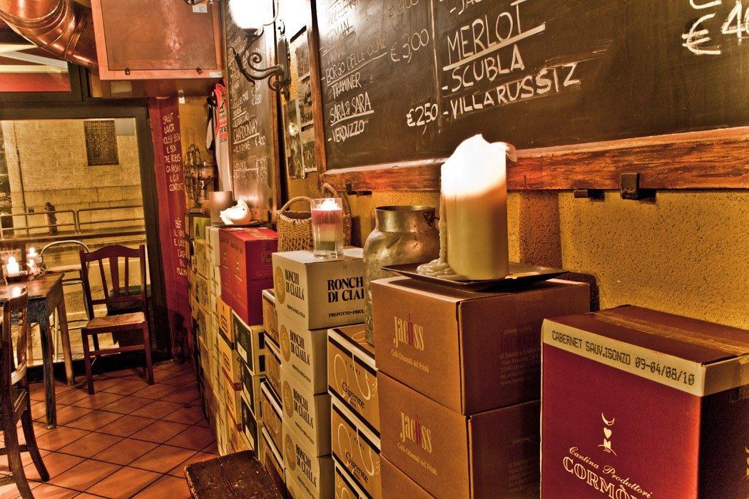 Interni dell'osteria Ai Barnabiti a Udine