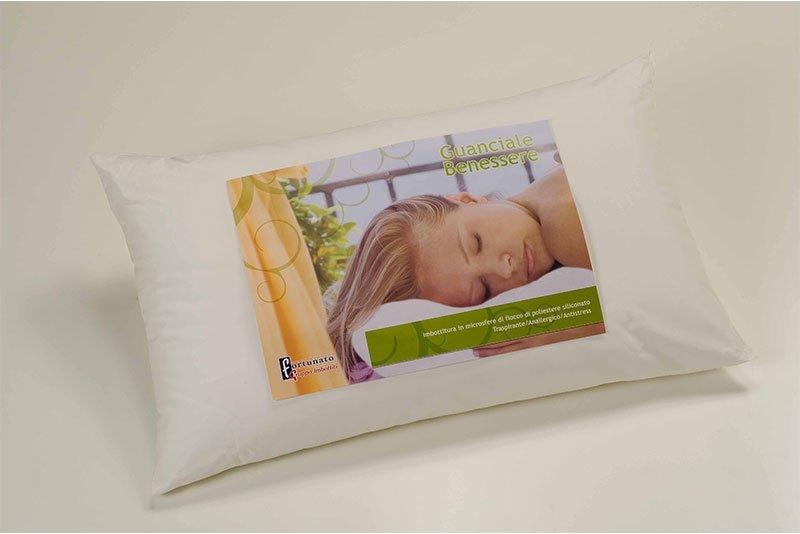 un cuscino con un'etichetta di una donna che dorme