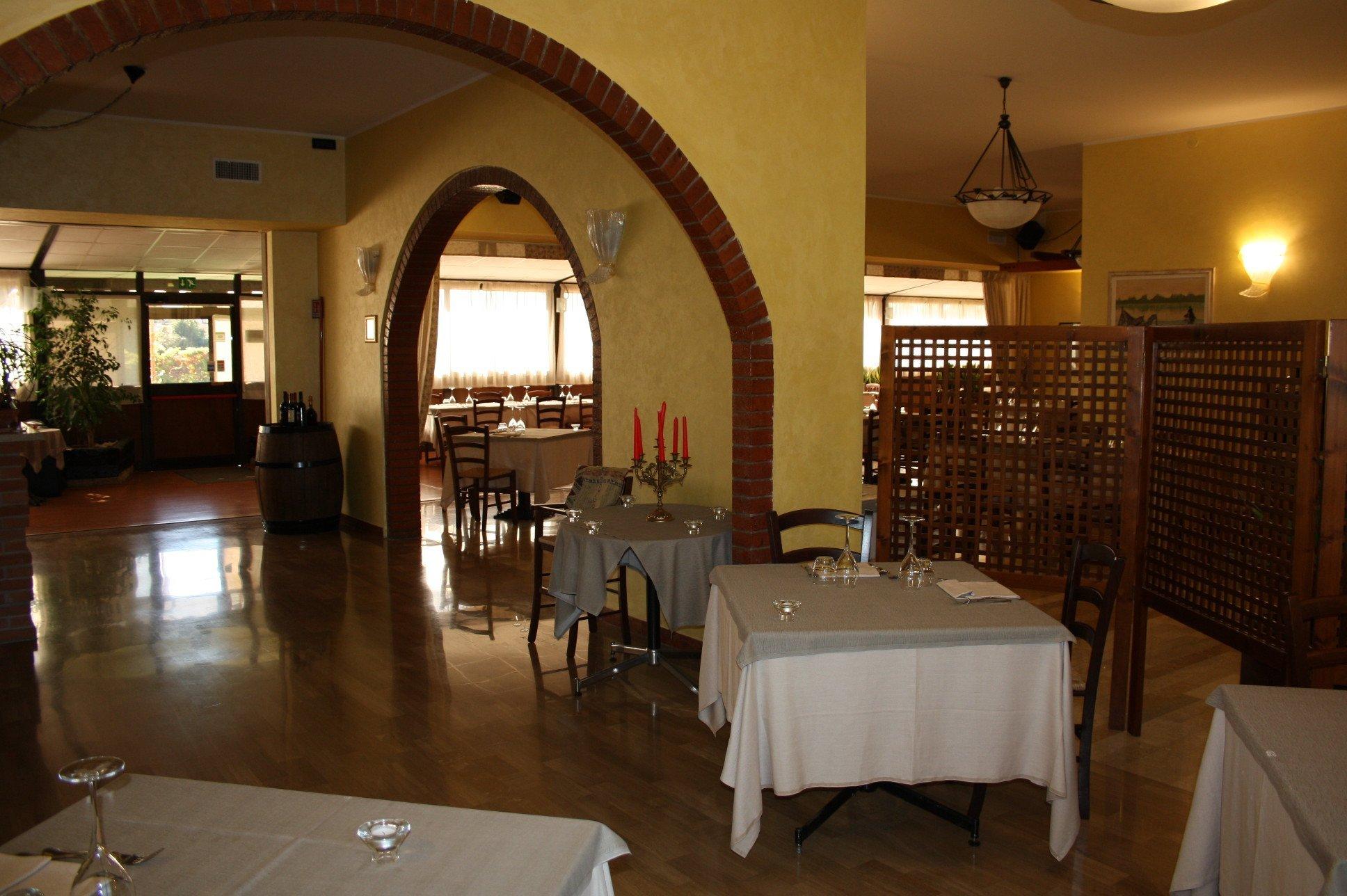 Tavolata a cena al Ristorante Antica Boschiera a Piazzola sul Brenta