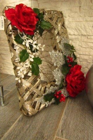 cornice con fiori finti