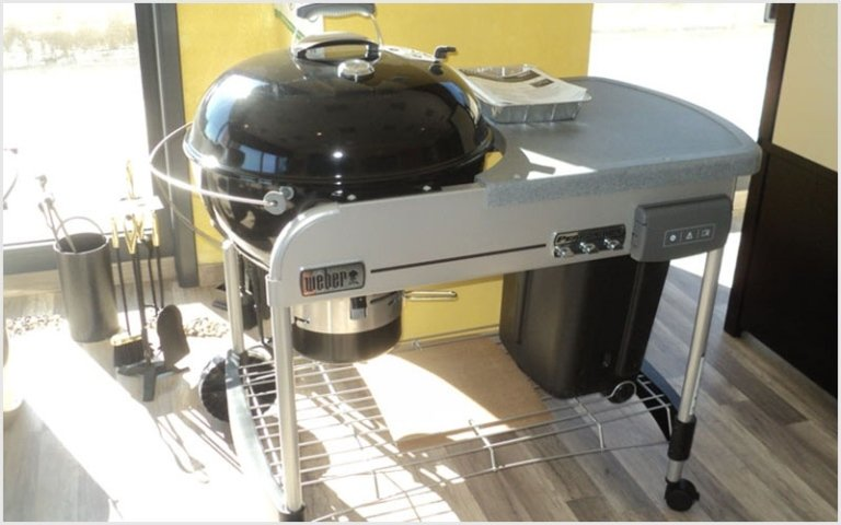 barbecue webr con piano di lavoro