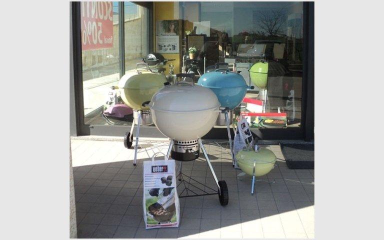 attrezzatura barbecue in diversi colori