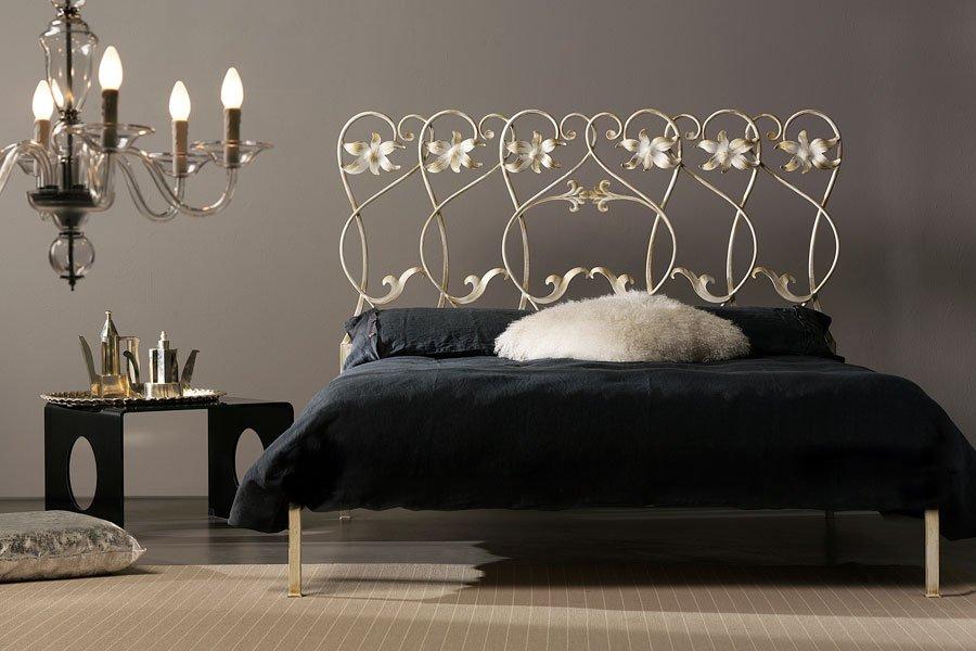 vista frontale di camera da letto