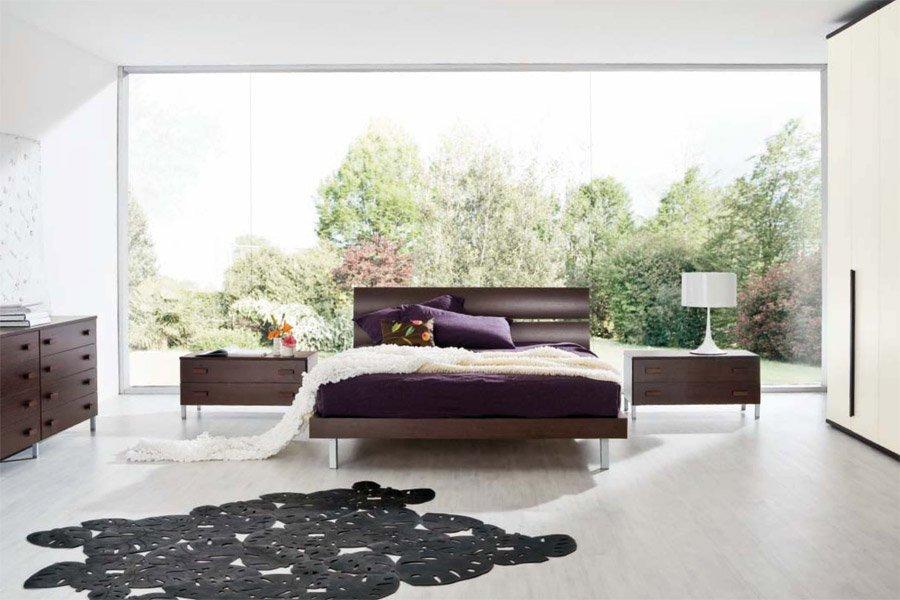 Camera da letto con vista esterna di alberi