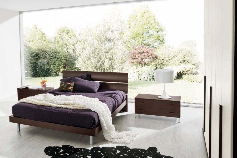 Camera da letto con vista laterale esterna della neve