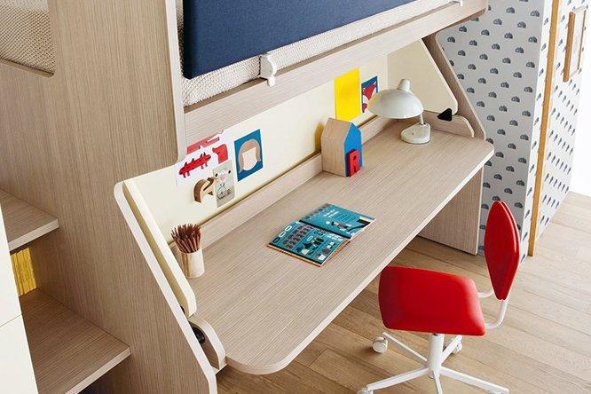 Tavolo di studio per i bambini