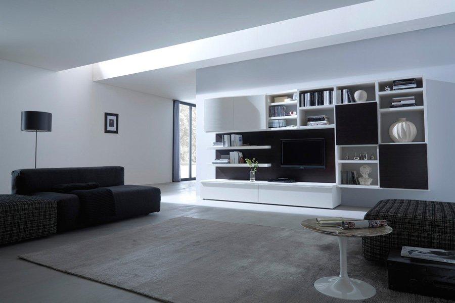 soggiorno con finiture nere e bianche