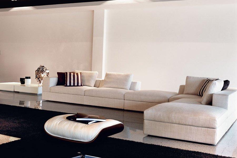 divano ad angolo in tessuto
