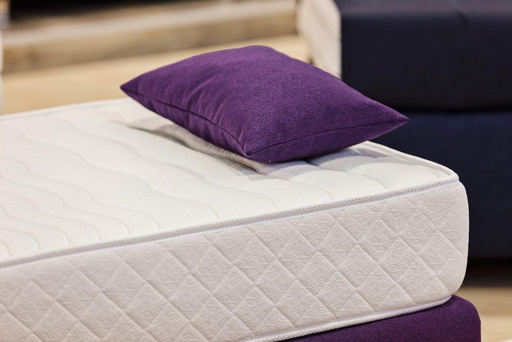 materasso con cuscino viola