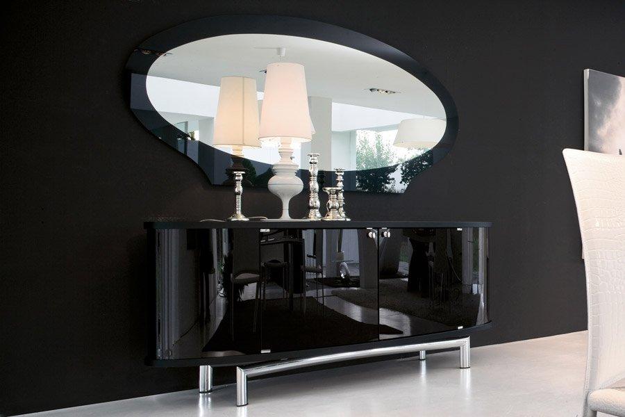 specchio sopra una mensola
