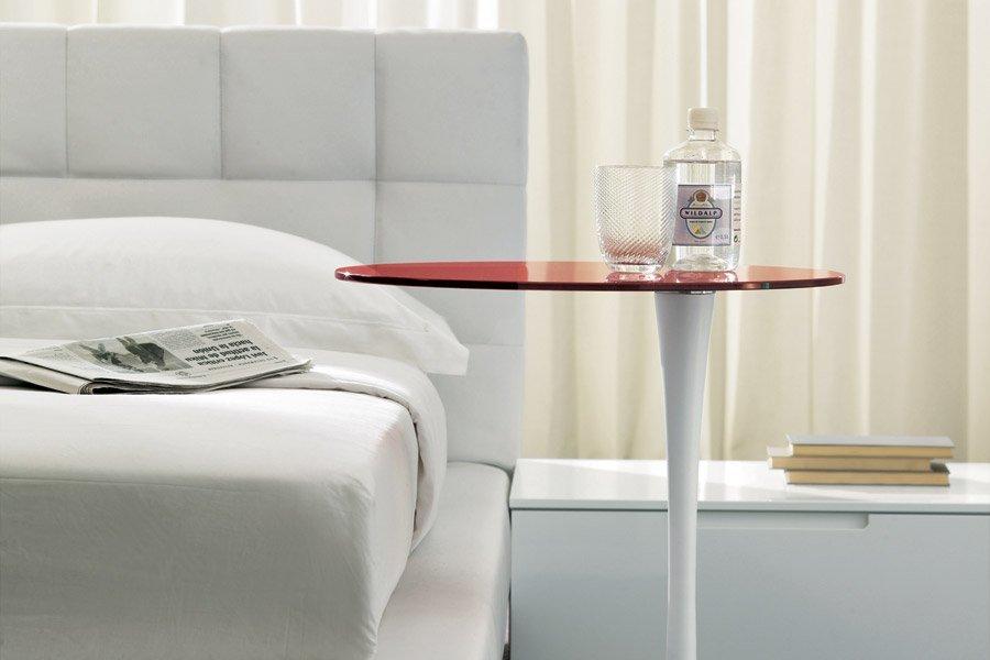 tavolino davanti a un divano