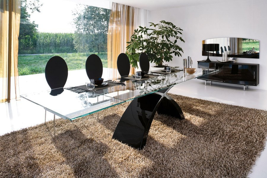 tavolo con sedie nere
