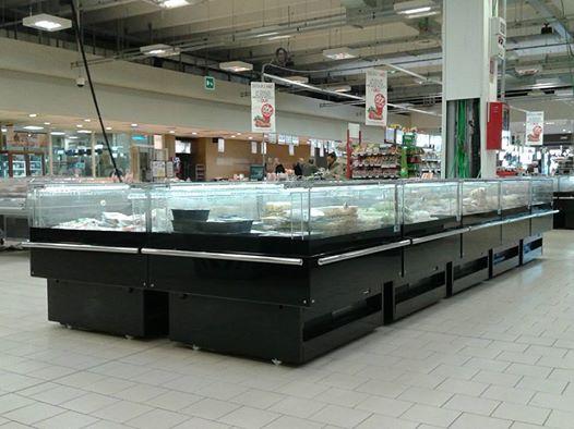 L'impresa è specializzata nella progettazione e nell'installazione di impianti frigoriferi per imprese e grandi catene di supermercati e ipermercati.