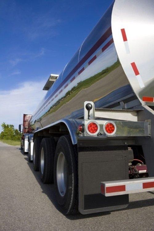 camion che trasporta gasolio