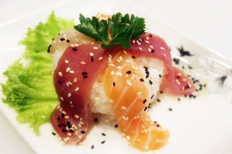 sushi di tonno e salmone