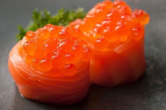 Involtini di uova di salmone