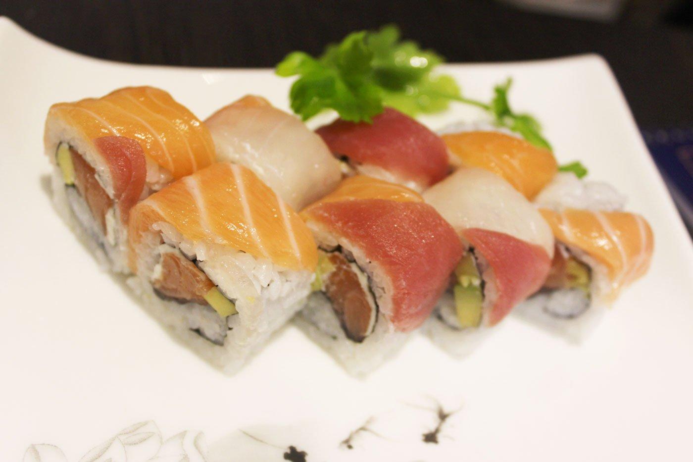 Piatto misto di sushi giapponese