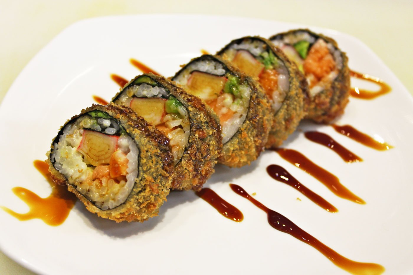 Sushi in tondelle con salsa