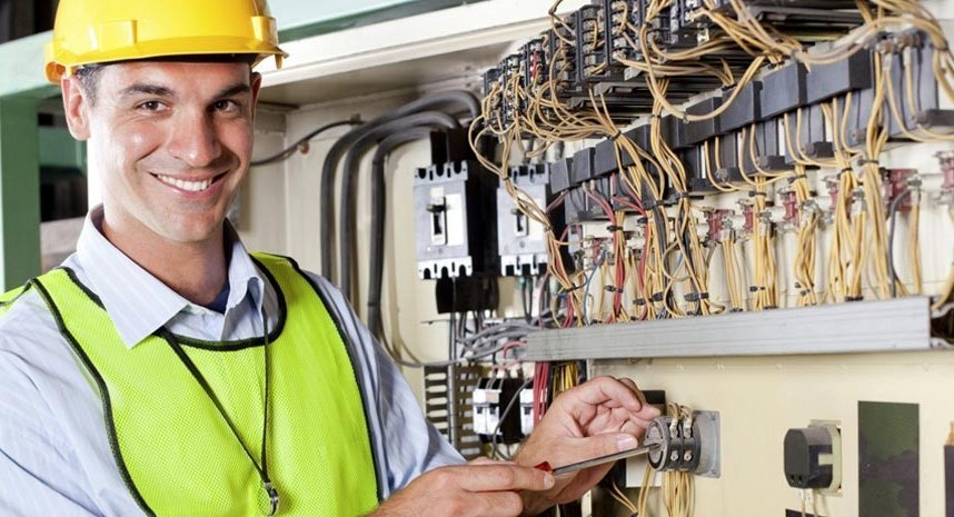 Commercial electrician working at a Kingsley business