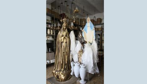 statue in ceramica e bronzo