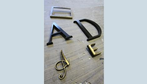 lettere in bronzo