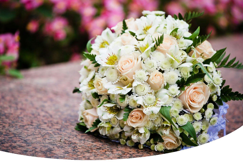 bouquet con rose e margherite