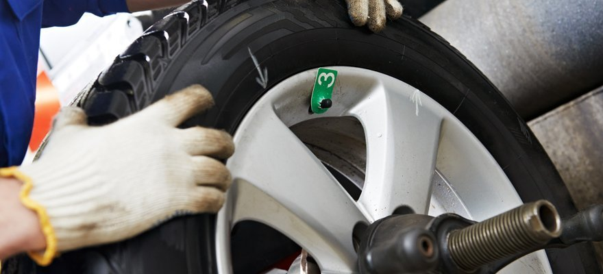 Fitting tyres
