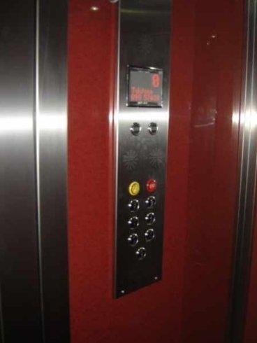 Pannello interno comandi ascensore