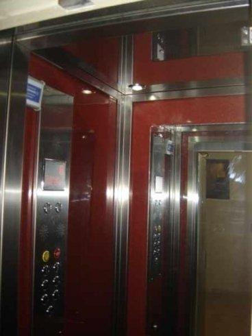 Interno cabina ascensore