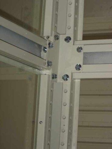 Struttura metallica per passaggio ascensore
