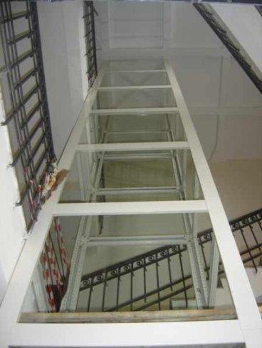 Struttura per passaggio ascensore
