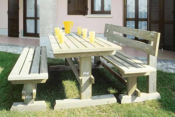 panca e tavolino da esterno