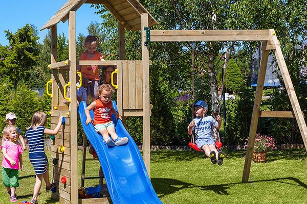 scivolo da parco giochi per bambini in legno
