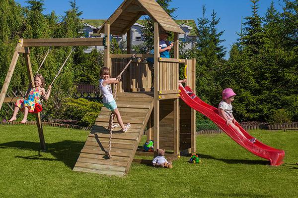 scivoli e giochi bambini in legno