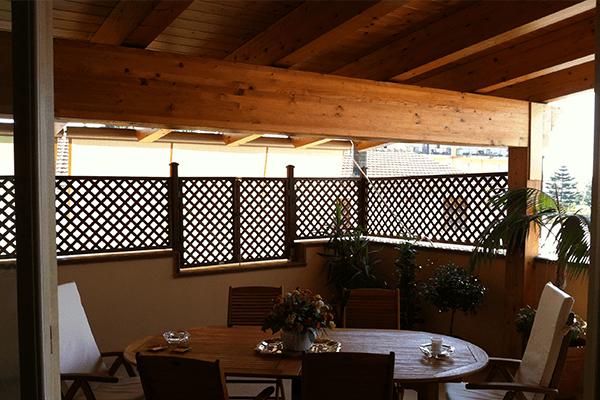 terrazza con copertura in legno