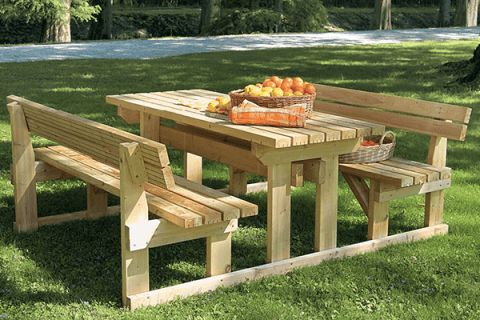 tavolino e panche in legno