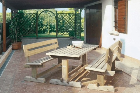 tavolo e panchina in legno per esterni