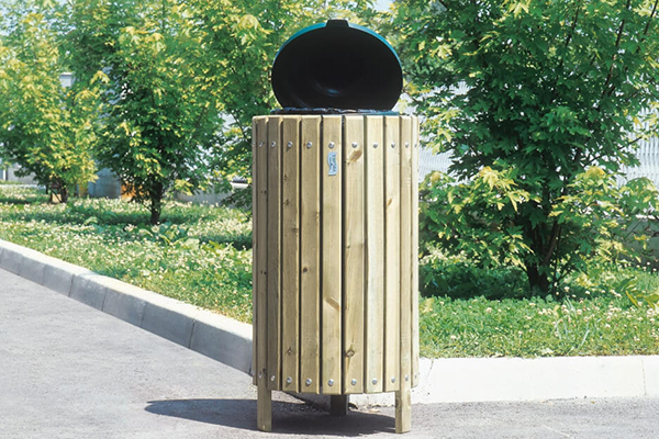 bidone della spazzatura rivestito in legno