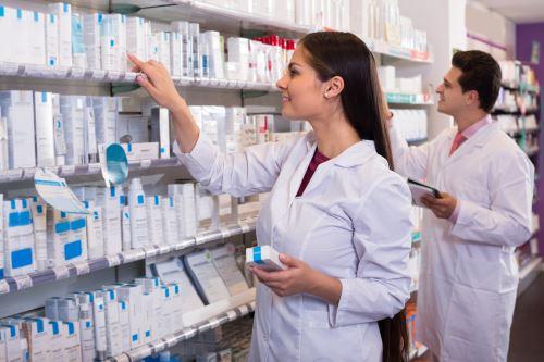 Farmacisti alla preparazione delle ricette