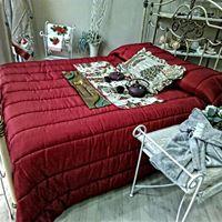 piumone rosso su letto matrimoniale