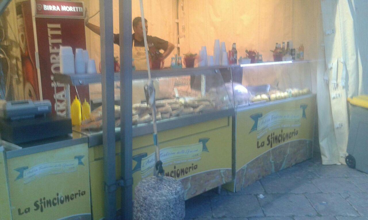 dei panzerotti , brioches con wurstel e formaggio