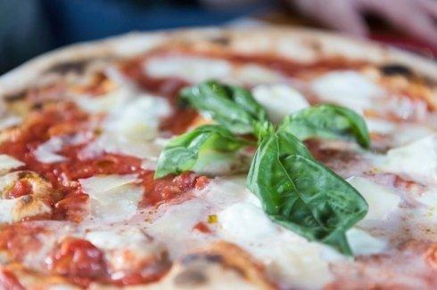 pizza con forno a legna, pizzeria